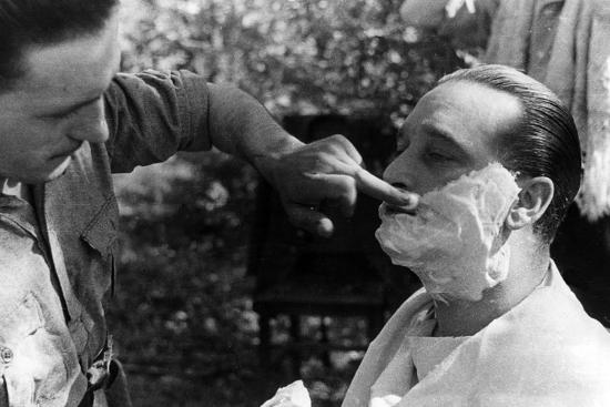 Maner Lualdi Getting a Shave--Photographic Print