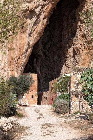 Mangiapane Cave, Sicily : A Village in A Cavern-Spumador-Photographic Print