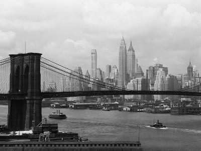Manhattan Skyline And Brooklyn Bridge-Bettmann-Photographic Print