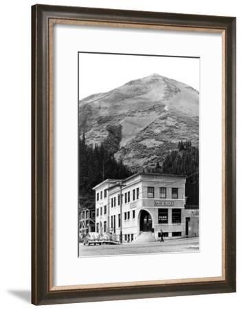 Marathon Mountain in Seward, Alaska Photograph - Seward, AK-Lantern Press-Framed Art Print