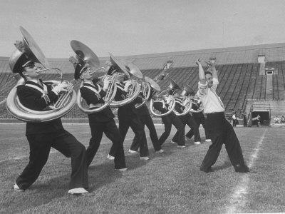 https://imgc.artprintimages.com/img/print/marching-band-going-through-their-routines-during-bands-of-america_u-l-p47r170.jpg?p=0