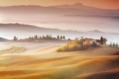 Sunrise in Val d'Orcia by Marcin Sobas