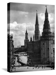 Line of Russians Along Street in Front of the Kremlin by Margaret Bourke-White