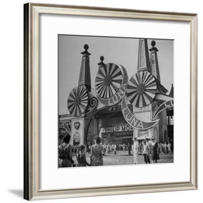Entrance to the Luna Amusement Pavilion at Coney Island Amusement Park