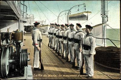 Marineleben, Bewaffnete Soldaten Auf Dem Schiff--Giclee Print