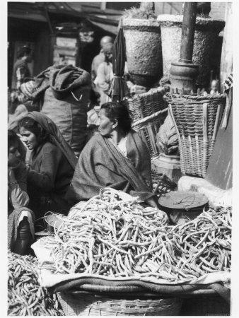 https://imgc.artprintimages.com/img/print/market-women-offering-fruit-and-vegetables-in-the-market-at-kathmandu-nepal_u-l-q10880y0.jpg?p=0