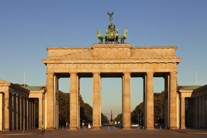 Brandenburg Gate (Brandenburger Tor) at sunrise, Quadriga, Berlin Mitte, Berlin, Germany, Europe by Markus Lange