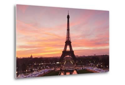 Eiffel Tower at Sunrise, Paris, Ile De France, France, Europe