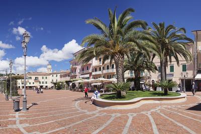 Piazza Matteotti, Porto Azzuro, Island of Elba, Livorno Province, Tuscany, Italy