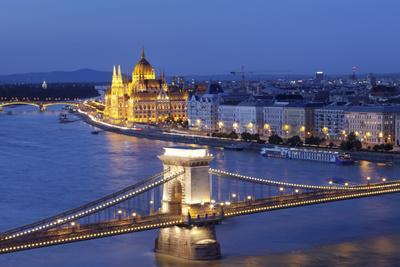 View over Danube River to Chain Bridge and Parliament, UNESCO World Heritage Site, Budapest, Hungar