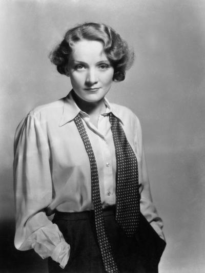 Marlene Dietrich, 1932--Photographic Print