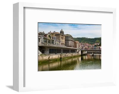 Bilbao-Abando Railway Station and the River Nervion, Bilbao, Biscay (Vizcaya)