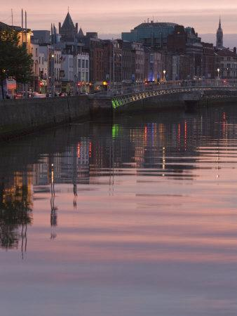 River Liffey at Dusk, Ha'Penny Bridge, Dublin, Republic of Ireland, Europe