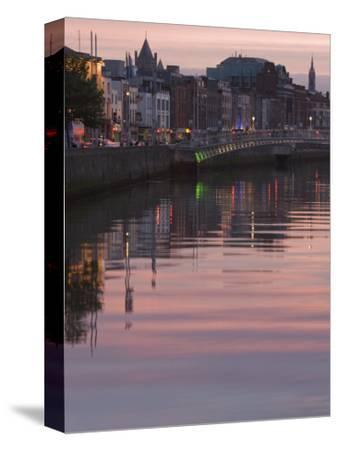 River Liffey at Dusk, Ha'Penny Bridge, Dublin, Republic of Ireland, Europe