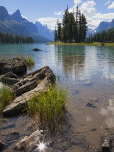 Spirit Island, Maligne Lake, Jasper National Park, UNESCO World Heritage Site, British Columbia, Ro by Martin Child