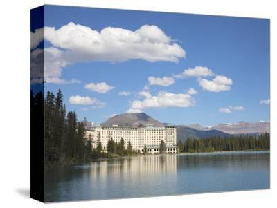 The Fairmont Chateau Lake Louise Hotel, Lake Louise, Banff National Park, UNESCO World Heritage Sit