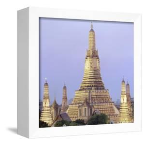 Wat Arun Buddhist temple by Martin Puddy