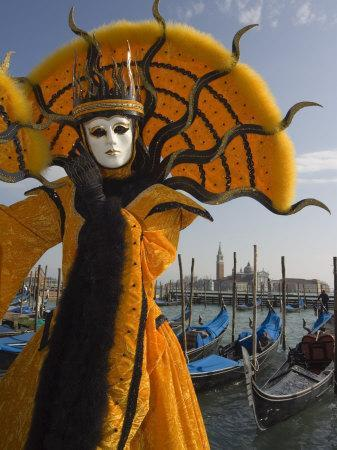 https://imgc.artprintimages.com/img/print/masked-face-and-costume-at-the-venice-carnival-venice-italy_u-l-p1n2jn0.jpg?p=0