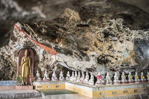 Buddha Images in Kaw Ka Thawng Caves, Hpa An, Kayin State (Karen State), Myanmar (Burma), Asia by Matthew Williams-Ellis