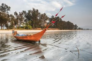 Fishing Boat on Maungmagan Beach, Dawei, Tanintharyi Region, Myanmar (Burma), Asia by Matthew Williams-Ellis