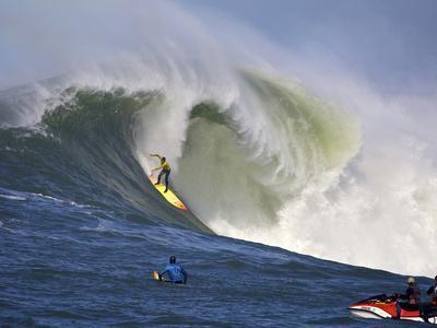 https://imgc.artprintimages.com/img/print/mavericks-surf-competition-2010-half-moon-bay-california-usa_u-l-pfi3h00.jpg?p=0