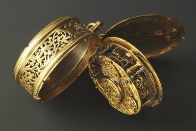 https://imgc.artprintimages.com/img/print/mechanism-of-oval-brass-clock-with-lid_u-l-puyoqx0.jpg?p=0