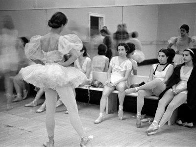https://imgc.artprintimages.com/img/print/members-of-the-school-of-american-ballet-resting-during-rehearsals_u-l-p74eur0.jpg?p=0