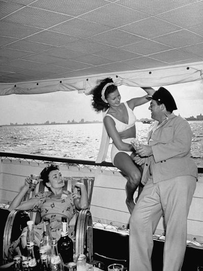 Miami Night Club Performers Future Fulton and Henry Dubbon Relaxing with Peggy Martin--Photographic Print