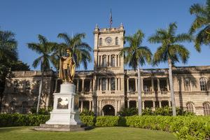 King Kamehameha Statue in Front of Aliiolani Hale (Hawaii State Supreme Court) by Michael DeFreitas