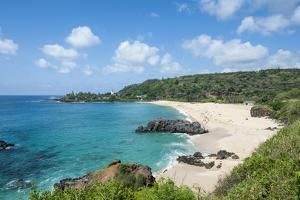 Waimea Bay Beach Park, North Shore, Oahu, Hawaii, United States of America, Pacific by Michael DeFreitas