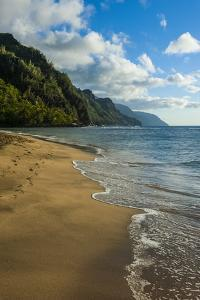 Kee Beach on the Napali Coast, Kauai, Hawaii, United States of America, Pacific by Michael Runkel