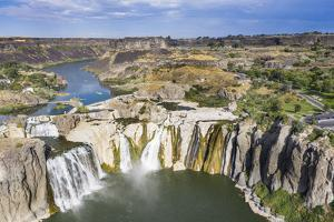 Shoshone Falls cascades, Twin Falls, Idaho, USA by Michael Runkel