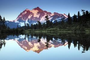 Mt Shuksan from Picture Lake, Mount Baker-Snoqualmie National Forest, Washington, USA by Michel Hersen