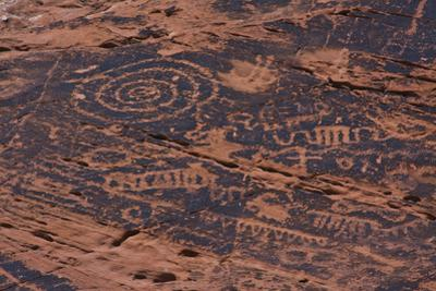 Petroglyph, Petroglyph Canyon, Valley of Fire State Park, Nevada, USA by Michel Hersen