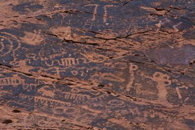 Petroglyphs, Petroglyph Canyon, Valley of Fire State Park, Nevada, USA by Michel Hersen