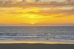 Sunset, Heceta Beach, Oregon Coast, Pacific Ocean, Oregon, USA. by Michel Hersen