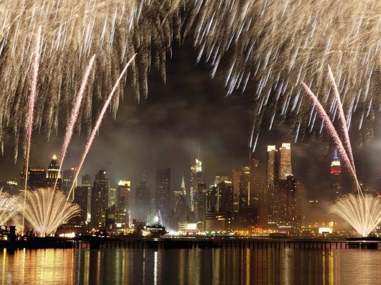 michel-setboun-fireworks-on-manhattan-nyc