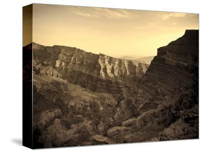 Oman, Hajjar Mountain Range, Jebel Shams Mountain, Wadi Ghul, the 'Grand Canyon of Arabia'
