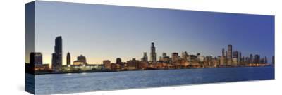 Shedd Acquarium and Chicago Skyline at Dusk, Chicago, Illinois, USA