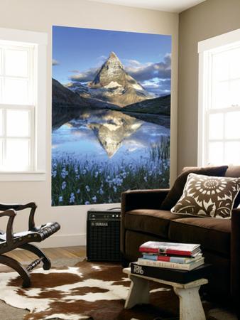 Switzerland, Valais, Zermatt, Matterhorn (Cervin) Peak and Riffel Lake