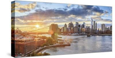 Usa, New York, New York City, Lower Manhattan and Brooklyn Bridge