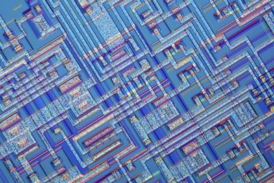 https://imgc.artprintimages.com/img/print/microchip-light-micrograph_u-l-pzj89t0.jpg?p=0