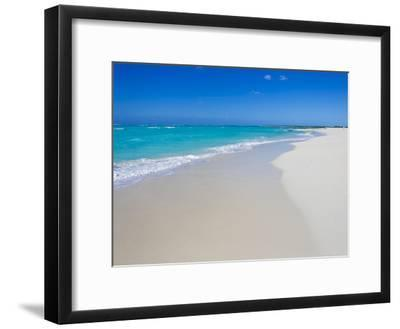 Perfect Paradise White Sand Beaches and the Blue Caribbean Sea