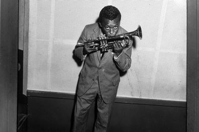 https://imgc.artprintimages.com/img/print/miles-davis-kissing-trumpet_u-l-q1g2jw30.jpg?p=0