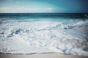 Close Waves by Milli Villa