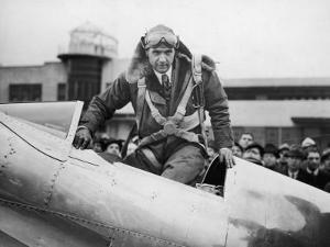 Millionaire Howard Hughes Boarding Hughes H-1 Special Airplane, Transcontinental Flight to NJ