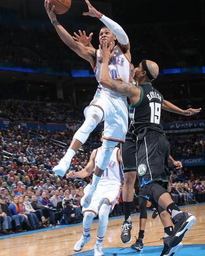 Milwaukee Bucks v Oklahoma City Thunder-Layne Murdoch-Photo