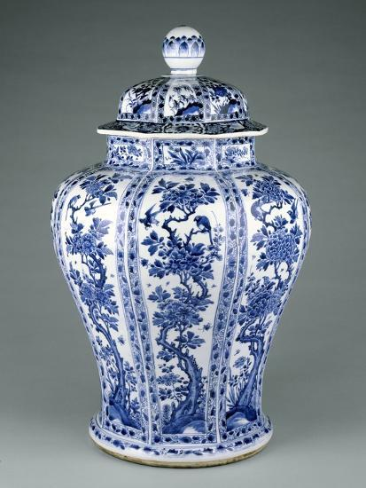 Ming Dynasty Blue and White Lidded Vase--Photographic Print