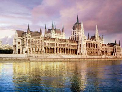 Parliament Building and Danube River, Budapest, Hungary