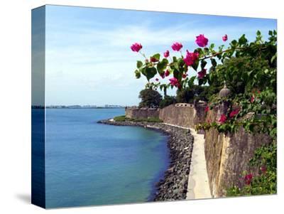 Waterfront Walkway, Fort San Felipe Del Morro, San Juan, Puerto Rico, USA, Caribbean
